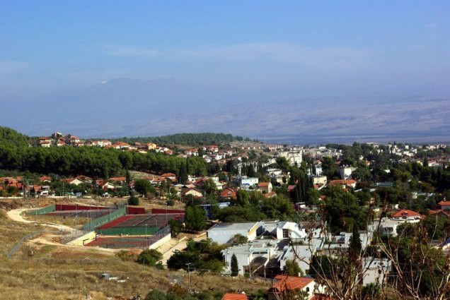 Rosh_Pina_with_Mt_Hermon_in_background
