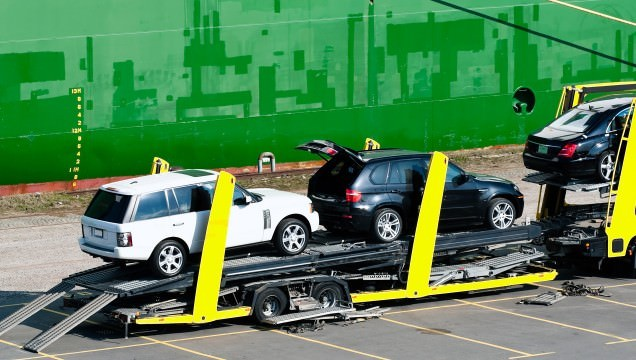 Importer license for cars brought from USA to Canada to be sold?