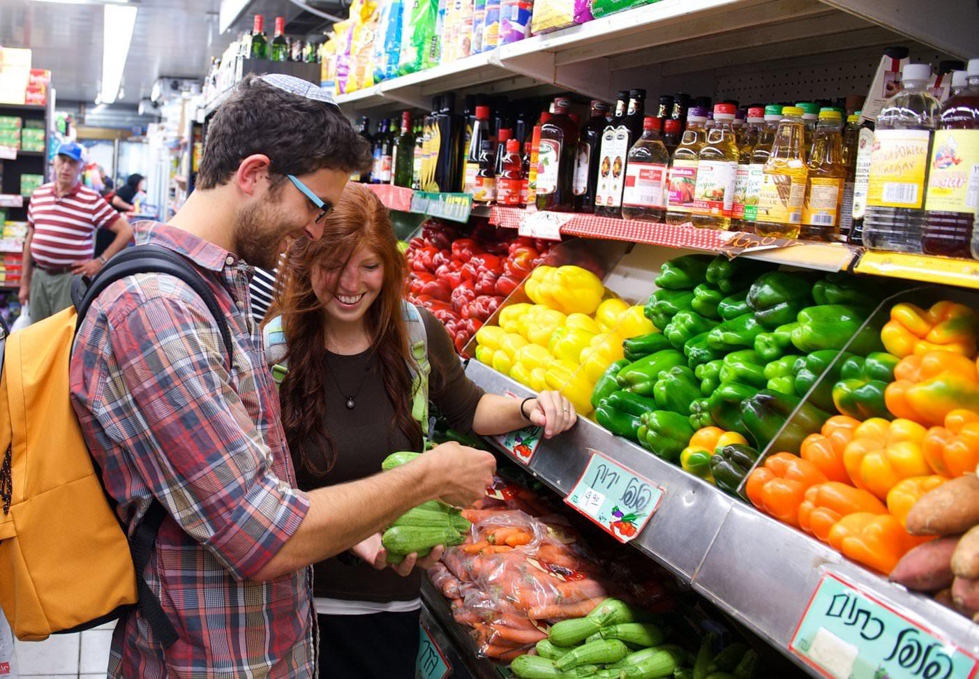 Insider tips for food shopping in israel nefesh b 39 nefesh for Shopping cuisine