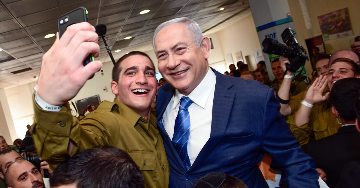 """A lone soldier snaps a selfie with Israeli Prime Minister Benjamin Netanyahu, who made a stop during """"Yom Siddurim,"""" or """"personal errands day,"""" on Jan. 24, 2018. Photo by Shahar Azran."""
